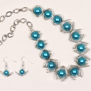 kit 92A Kit 92A Pearl and Metal Arc Necklace & Earrings