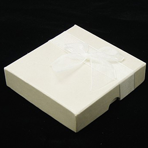 S259 White square jewellery box with bow - with pad and lining