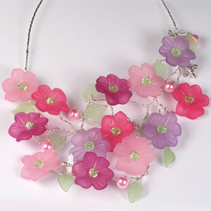 WS38-MAR1 Wirework Flower Necklace: Monday 24 March 10 30 am - 12 30 pm