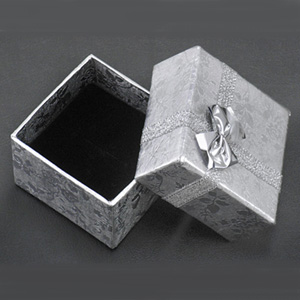 S263 - Silver square jewellery box with foam pad